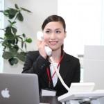 ビジネス電話の女性